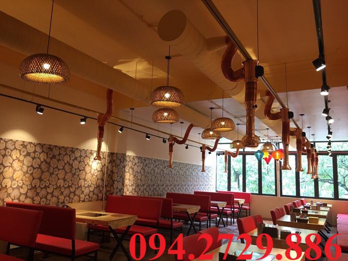 Nhà hàng lẩu sử dụng ống hút khói mềm tại bàn màu vàng đồng vô cùng sang trọng và thẩm mỹ